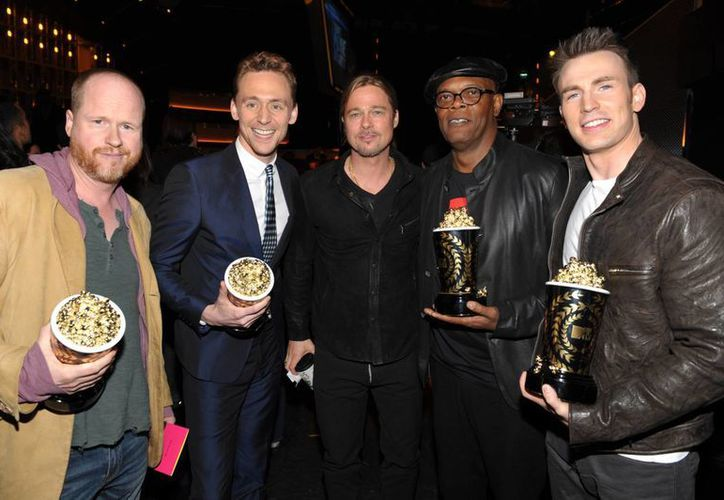 El director Joss Whedon (i) con los actores Tom Hiddleston, Brad Pitt, Samuel L. Jackson y Chris Evans, de Los Vengadores. (Agencias)