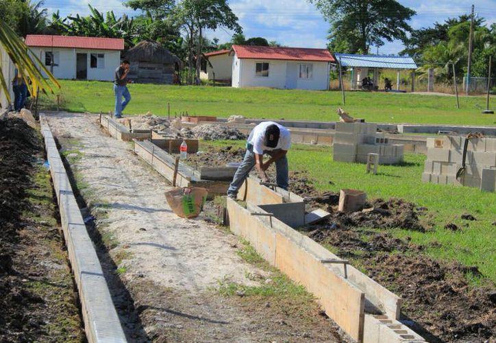 Las obras se realizarán en las 11 colonias de Bacalar y las 57 comunidades rurales del municipio. (Javier Ortiz/SIPSE)