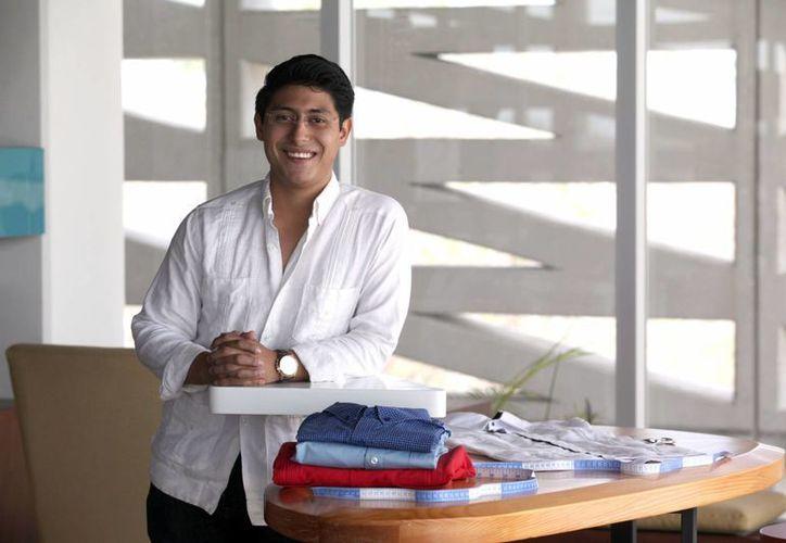 Alonso Trejo, estudiante de Administración y dirección empresarial de la UNID, fundó su firma Alonzo Trezzo con la que pretende crear franquicias. (Amílcar Rodríguez/Milenio Novedades)
