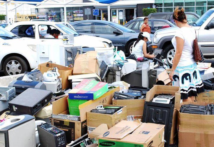 El año pasado se acumularon 68.75 toneladas de chatarra electrónica en el estado. (Tomás Álvarez/SIPSE)
