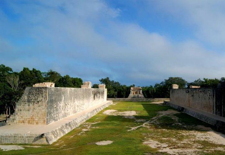 El INAH dice que no deja subir a los templos prehispánicos para asegurar su conservación. (Agencias)