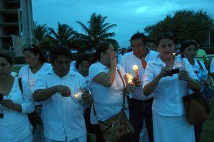 Docentes marchan de manera pacífica en Cancún