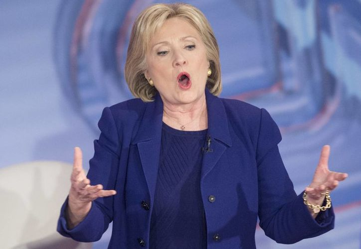 La candidata a la Presidencia de EU por el partido Demócrata Hillary Clinton participa en un encuentro con candidatos demócratas organizado por la cadena de noticias CNN. (EFE)