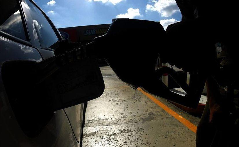 Afinar el motor del automóvil cada 6 meses o 10 mil km reduce el consumo de gasolina entre 10 y 15 por ciento. Foto de contexto. (Archivo/Notimex)