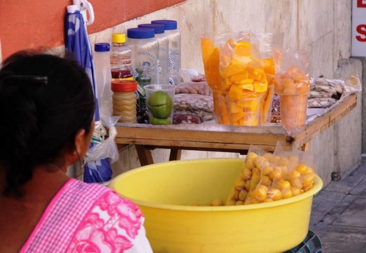 Autoridades recomiendan no consumir alimentos en la vía pública. (Milenio Novedades)