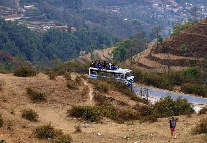 Los accidentes en esta zona del Himalaya suelen ser frecuentes por las malas condiciones de los caminos. (Internet)