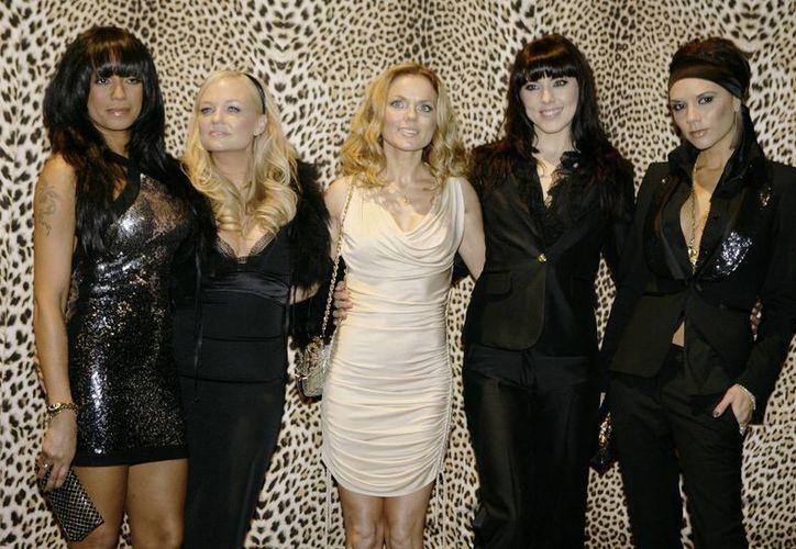Las Spice Girls en enero de 2008, de izquierda a derecha: Melanie Brown, Emma Bunton, Geri Halliwell, Melanie Chishlom y Victoria Beckham. (Agencias)