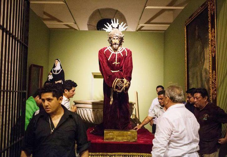 Imagen del Nazareno durante su llegada a la Iglesia Catedral de Mérida. (Milenio Novedades)