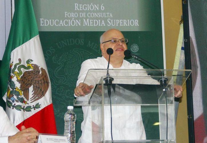 Rodolfo Tuirán Gutiérrez durante su participación en el  IV Foro para la Revisión del Modelo Educativo. (Juan Albornoz/SIPSE)