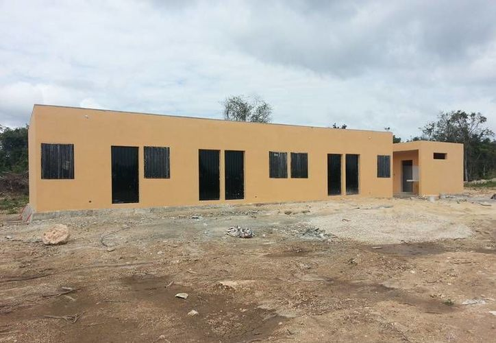 Están compuestos por 10 cuartos cada uno para albergar a 10 familias. (Edgardo Rodríguez/SIPSE)