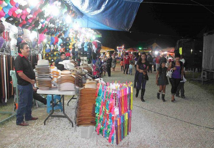 Feria de San Joaquín recibe dos mil quinientos visitantes en el fin de semana. (Carlos Horta/SIPSE)