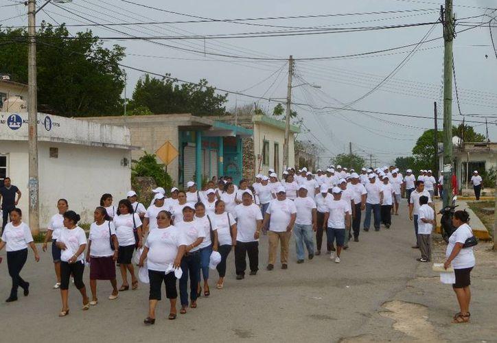 Participaron en desfile por el Día del Trabajo. (Raúl Balam/SIPSE)