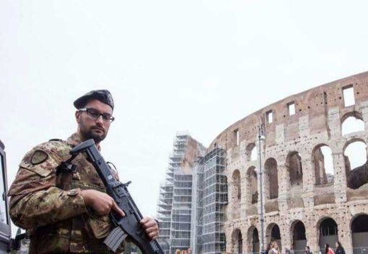 Italia incrementó considerablemente sus niveles de seguridad luego de que este miércoles fuera alertado por el FBI sobre posibles ataques terroristas en la Plaza de San Pedro en Roma y en la catedral de Milán. (Archivo AP)