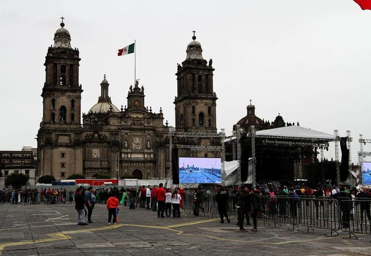 La plancha del Zócalo capitalino luce despejada de manifestantes. (Notimex)