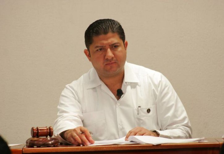 El magistrado presidente del Teqroo, Víctor Vivas Vivas. (Harold Alcocer/SIPSE)
