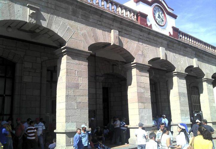 El Ayuntamiento de Tepic, cuya imagen aquí se muestra, tiene una deuda de 178 millones de pesos con sus trabajadores. (septimocanton.com)