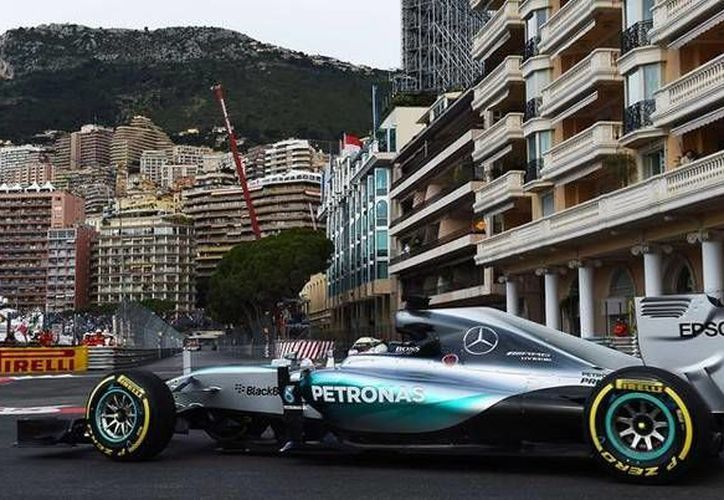Lewis Hamilton, de nuevo el más rápido en Mónaco. El piloto británico es el favorito para llevarse el gran premio.(AP)