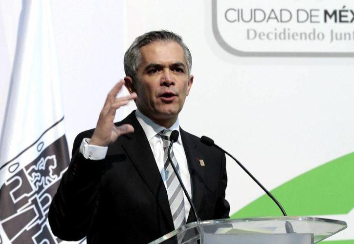 Miguel Ángel Mancera dijo que el gobierno del DF buscará mejorar las condiciones de los trabajadores con menores salarios. (Notimex)