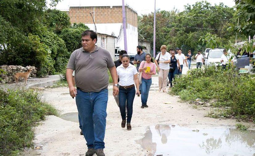 Perla Tun y autoridades de Protección Civil y CAPA, entre otras, recorrieron las calles. (Foto: Redacción)