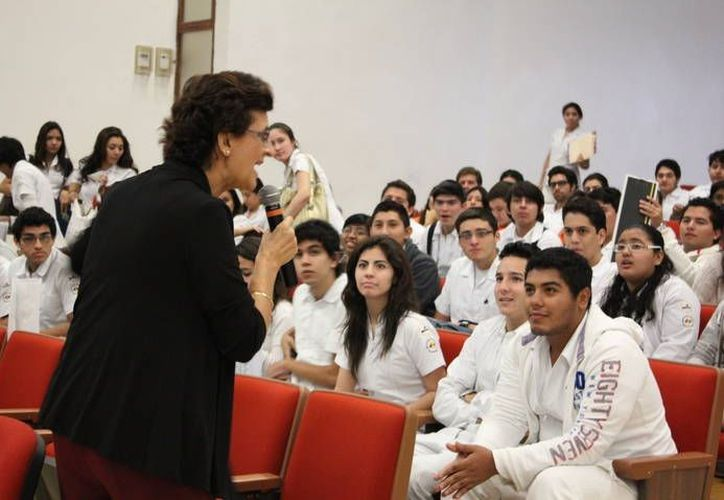Una de las pláticas en la Universidad Anáhuac Mayab. (Cortesía)