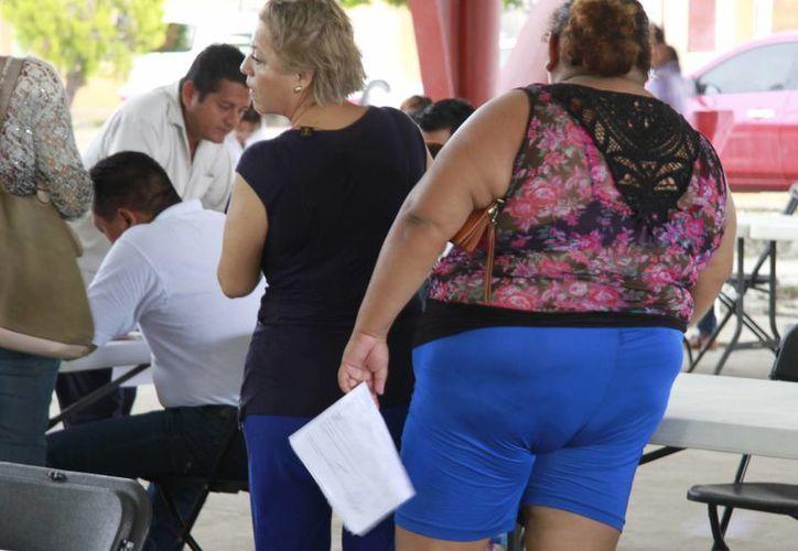 La obesidad está asociada a los hábitos alimenticios con altos índices de grasa saturada y calorías. (Yajahira Valtierra/SIPSE)