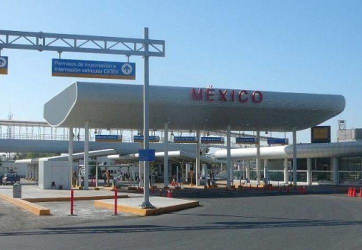 Quienes pretenden cruzar la aduana deben registrar el ingresos desde 10 mil dólares. (cntamaulipas.info/Archivo)