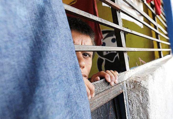 De acuerdo con el Gobierno, en el interior del albergue La Gran Familia, intervenido a la fuerza en días pasados, los niños vivían en condiciones deplorables. (excelsior.com.mx)
