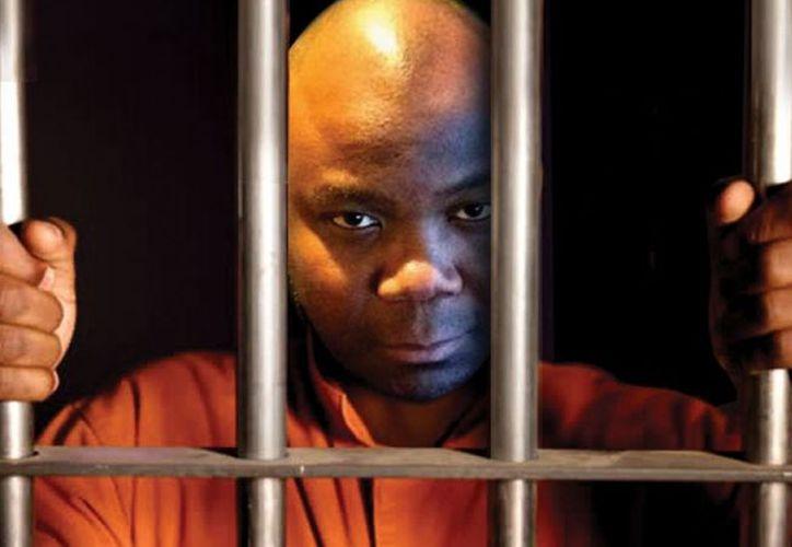 Rodney D. Sieh, director del diario de Liberia FrontPage Africa, fue sentenciado a 5.000 años de cárcel. (Foto: Teletrece)