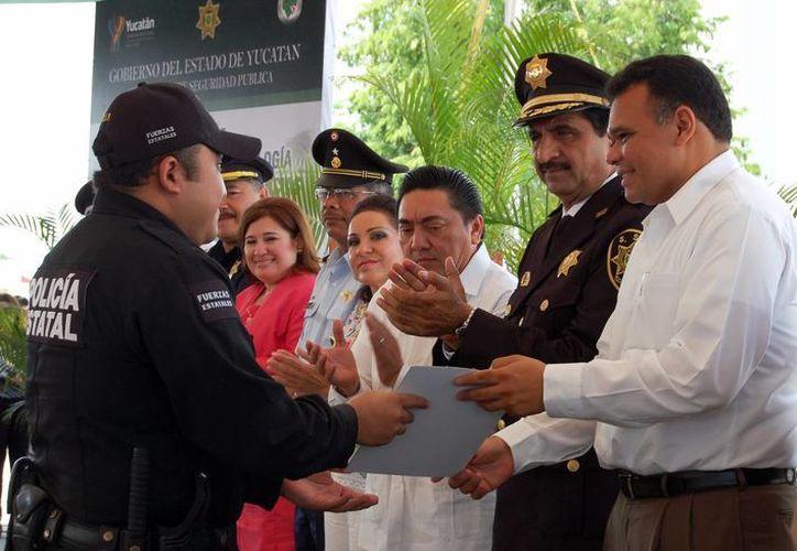 El Gobernador entregó constancias a 47 peritos yucatecos. (Milenio Novedades)