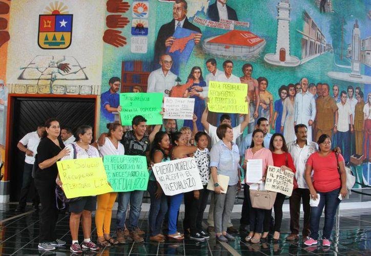 Hubo manifestaciones tanto en contra como a favor por parte de habitantes del municipio. (Eddy Bonilla/SIPSE)
