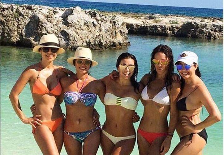 La actriz realizó el viaje a Riviera Maya en compañía de sus amigas. (Redacción/SIPSE)