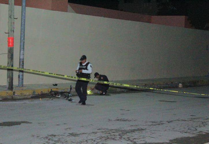 Oficiales encontraron entre las pertenencias de la víctima varias dosis de enervante. (Foto: Redacción/SIPSE)
