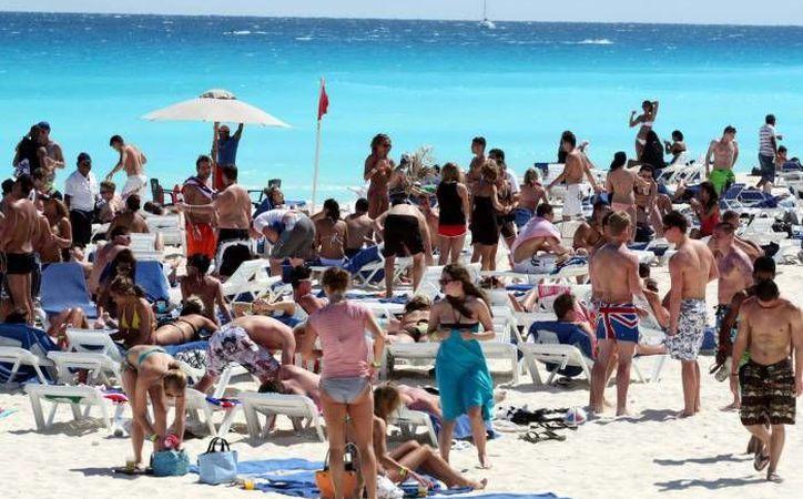 En el primer trimestre del 2016 un grupo promedio de 2.7 integrantes que visitó Cancún gastó 2,382 dólares. (Redacción/SIPSE)