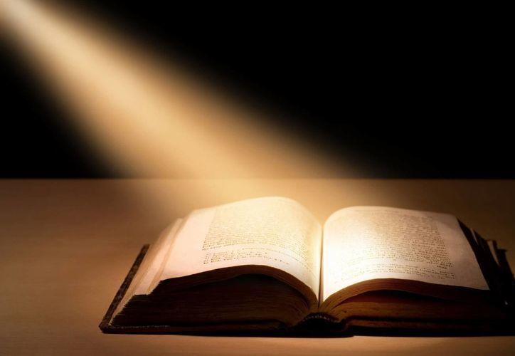 En el Evangelio Jesús inicia su actividad pública leyendo y comentando al profeta Isaías en el que se habla del Mesías que anuncia el año de gracia del Señor. (infovaticana.com)
