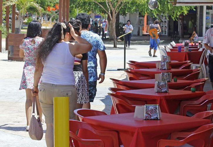Restauranteros de Cancún esperan que después de las elecciones llegue la bonanza. (Foto: Israel Leal)