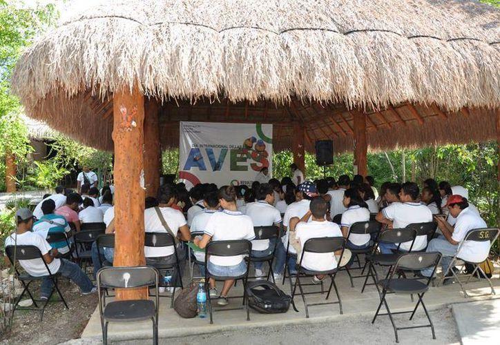 Los alumnos festejaron el Día Internacional de las Aves. (Tomás Álvarez/SIPSE)