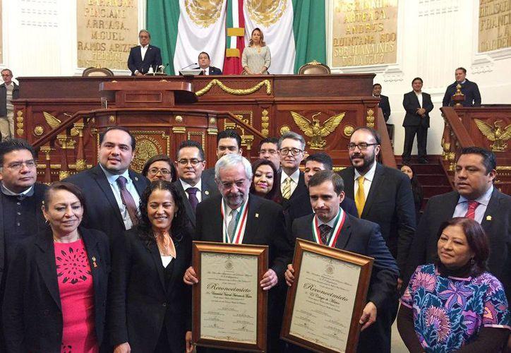 La Asamblea Legislativa del Distrito Federal reconoció a la UNAM y al  Colegio de México con la Medalla al Mérito Ciudadano 2016 en Sesión solemne. (@AsambleaDF)