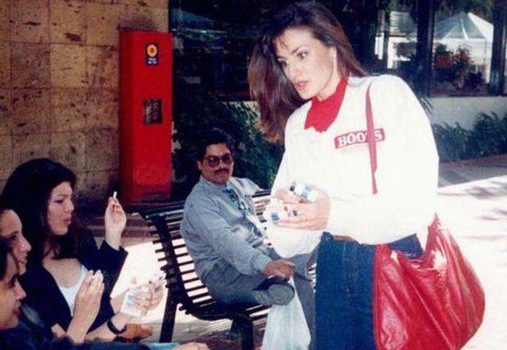 Letizia cuando trabajaba como edecán de una cigarrera en Jalisco. (Foto: Premier/Lock)