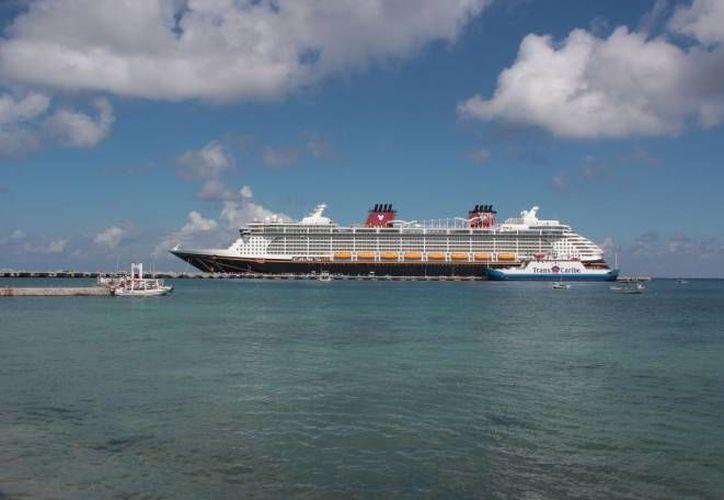 Royal Caribbean y Carnival se comprometieron con la API a traer más turistas a la costa yucateca, en especial al puerto de Progreso, lo anterior por medio de cruceros. (Archivo/ Milenio Novedades)