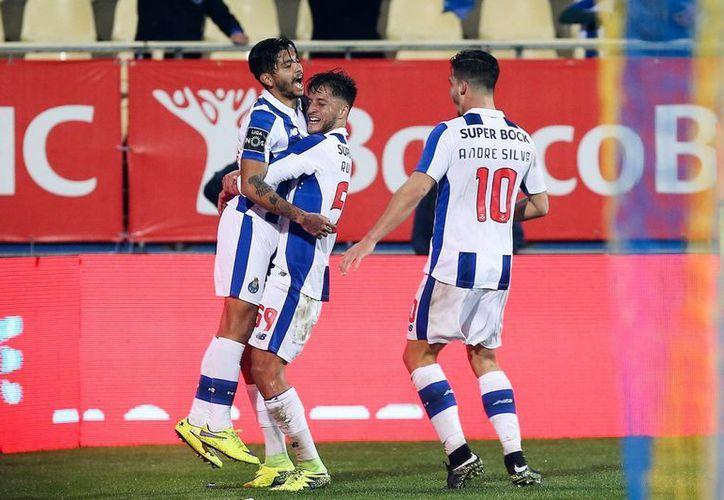 El futbolista mexicano anotó el gol que le dio el triunfo al Porto, quienes siguen en el segundo lugar de la Liga de Portugal.(Foto tomada de Facebook/Porto)
