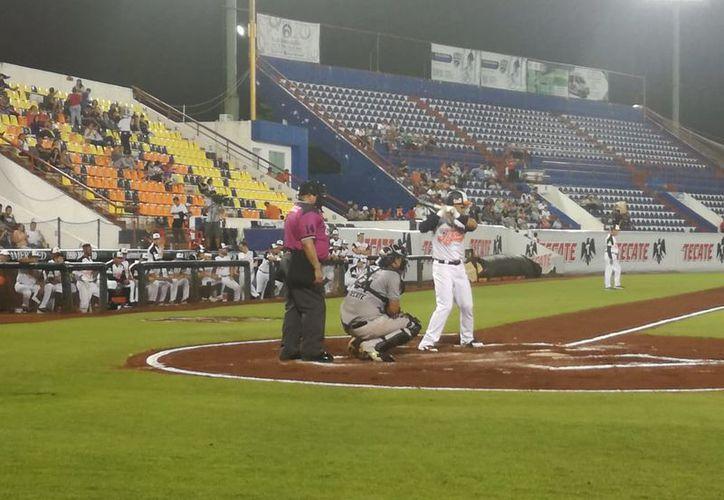 Sultanes de Monterrey y Tigres de Quintana Roo inician serie en Cancún. (Raúl Caballero/SIPSE)
