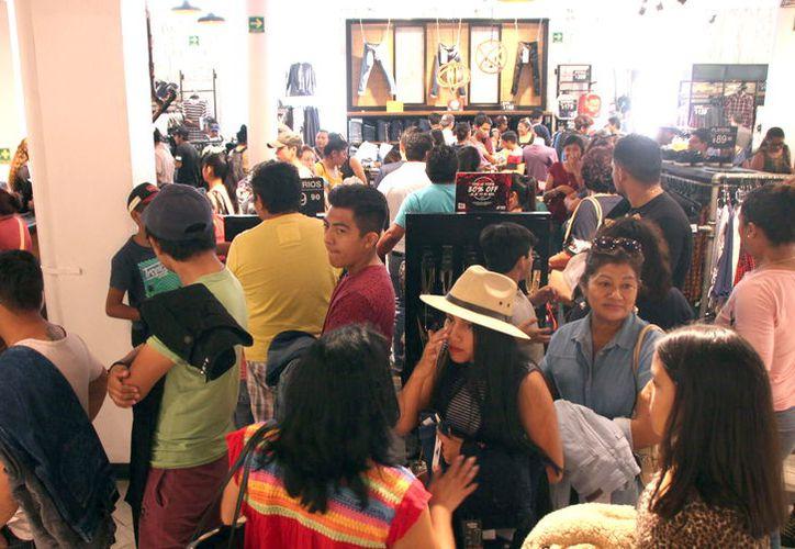 Este año la concentración de gente en las diversas plazas ha sido excelente, registrando lleno en todos sus establecimientos.(Foto: Milenio Novedades)