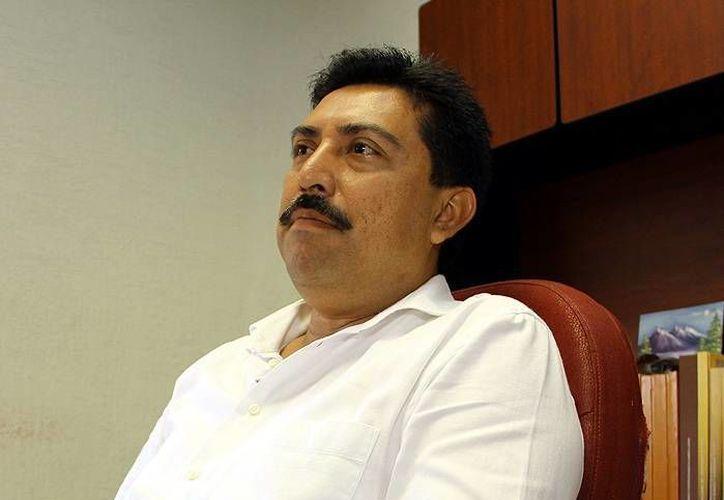Imagen de Juan José Canul Pérez, titular del Inderm, quien habló de los procesos que se realizan para la entrega-recepción de gobierno de alcaldes de Yucatán. (Milenio Novedades)