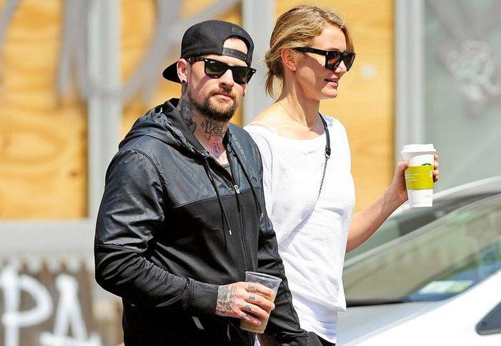 Imagen de la actriz Cameron Díaz y su ahora esposo  Benji Madden. (Tomada de usmagazine.com)