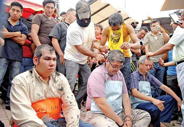Los profesores fueron retenidos, rapados y obligados a caminar descalzos en Chiapas. (Excelsior)