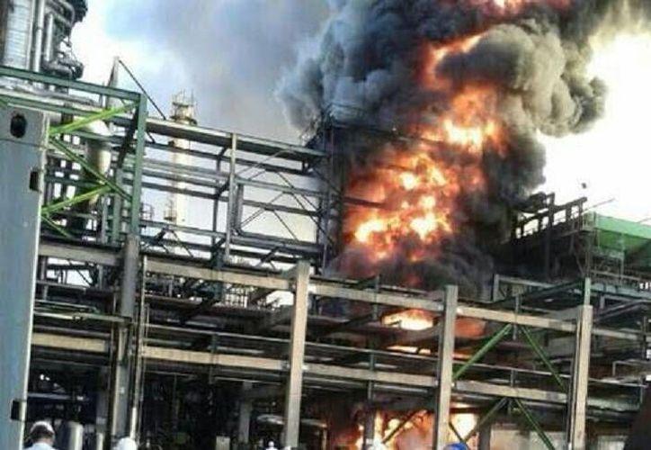 El incidente ocurrió alrededor de las 07:00 horas en la bomba de aceite esponja D31 de la Planta Coquizadora. (Milenio).