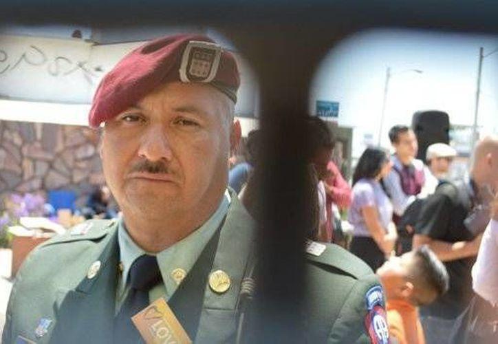 Héctor Barajas es uno de los miles de veteranos que, tras servir a Estados Unidos, fueron expulsados sin más de ese país. (ellatinoonline.com)