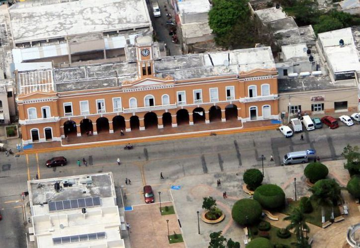 Los 106 ayuntamientos de Yucatán deben instalar sus unidades de acceso a la información, de los cuales 50  no han informado su instalación, ni han dado a conocer el nombre del titular de la misma. Imagen aérea de un ayuntamiento no identificado. (Milenio Novedades)