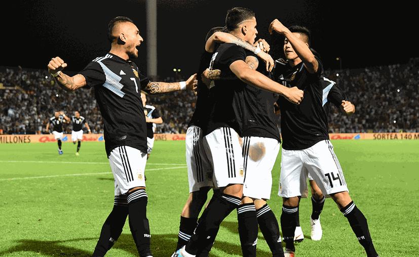 La celebración de los argentinos al finalizar el partido. (sopitas.com)