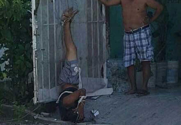 Un hombre, que fue sorprendido dentro de una casa con intensiones de robar, fue colgado en la puerta de la misma, en Chetumal. (Redacción/SIPSE)